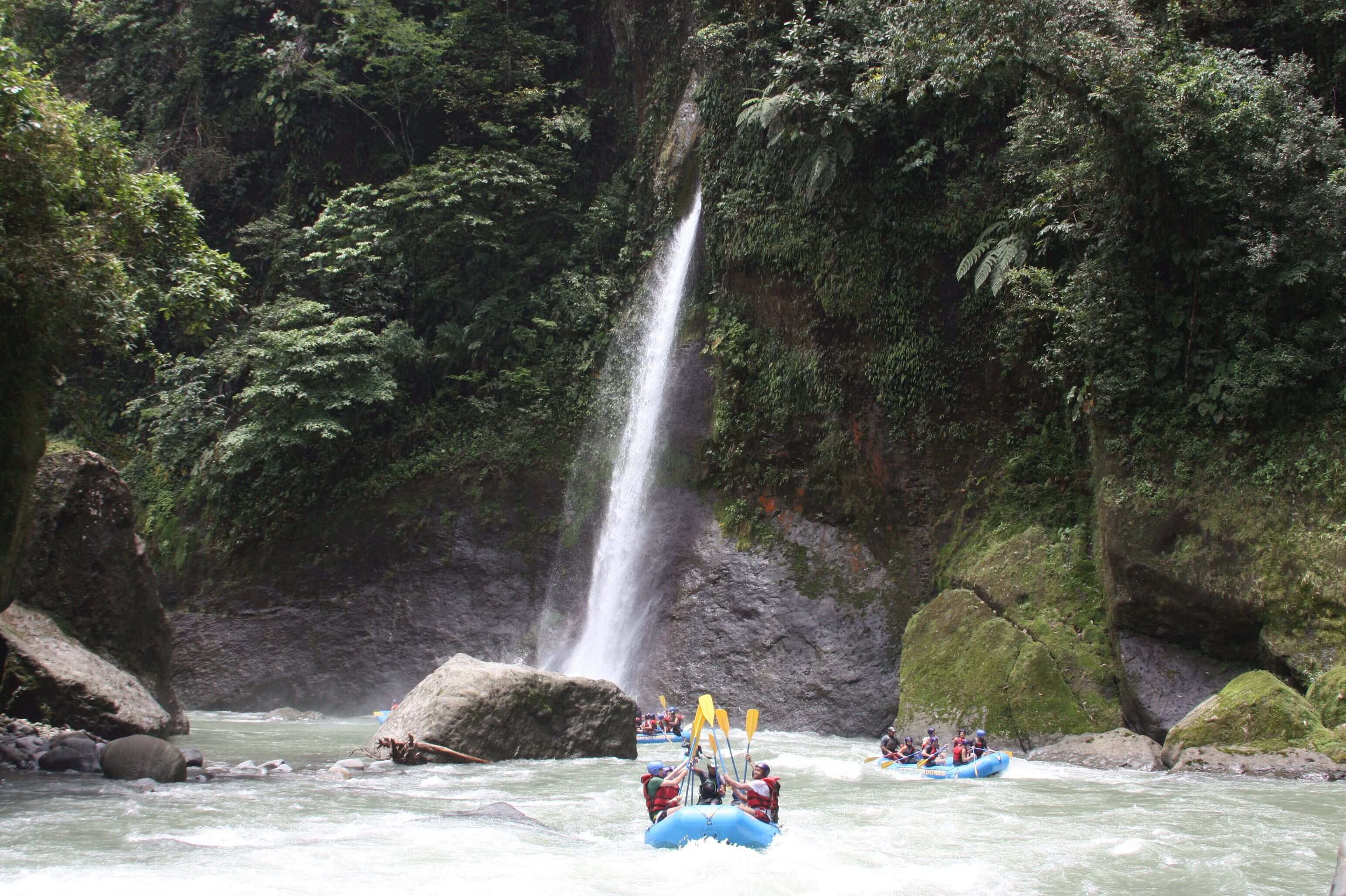 white water rafting tortugero
